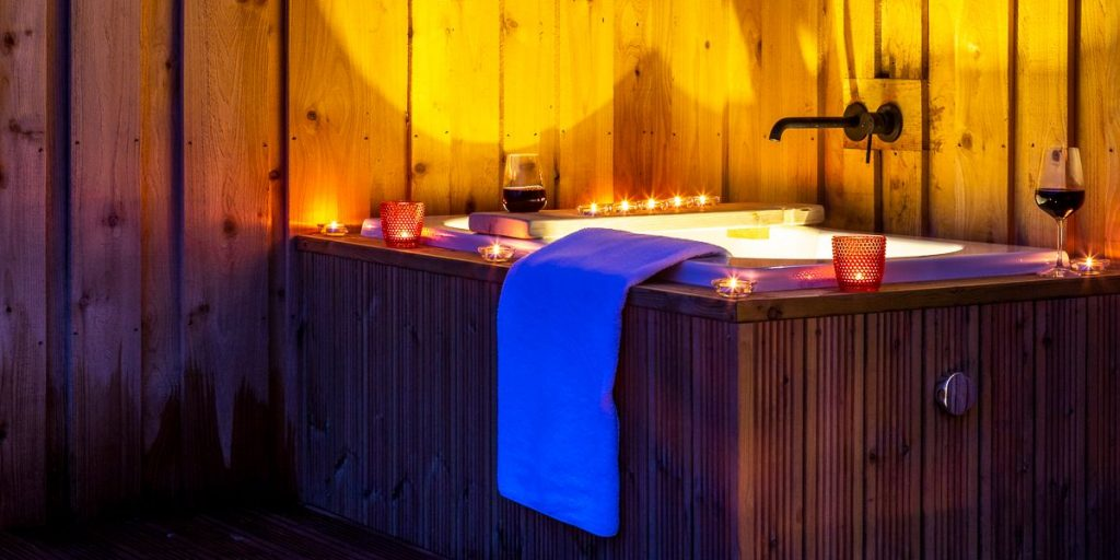 Glamping Cabin with Outdoor Bath | Forest of Dean